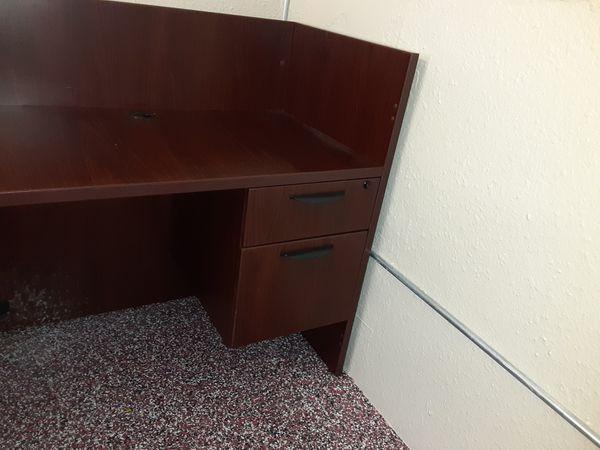 Beautiful desk w/drawer
