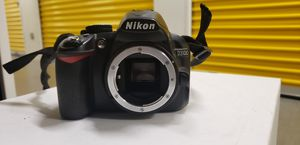 Nikon D3100 camera for Sale in Bell Gardens, CA