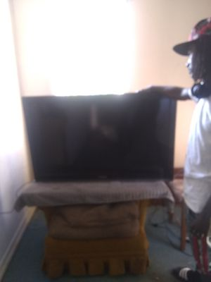 Flat screen wall mount Toshiba tv for Sale in Selinsgrove, PA