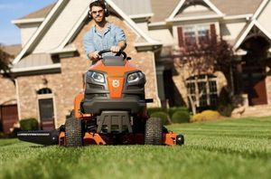 Husqvarna YTH24V54 24-HP V-twin Hydrostatic 54-in Riding Lawn Mower with Mulching Capability. for Sale in Bloomfield Hills, MI