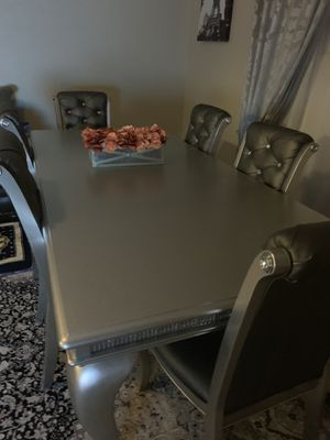 Table chairs for Sale in Murfreesboro, TN