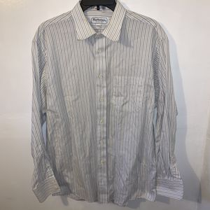 Burberrys of London Men's Premium Button Front Dress Shirt Size Large - Neck 16.5 Inches - 16.5/33 - Made in USA. 6 Burberry for Sale in Trenton, NJ