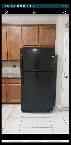 Kenmore 61209 21 cu. ft. Top-Freezer Refrigerator - Black (15) for Sale in Conroe, TX