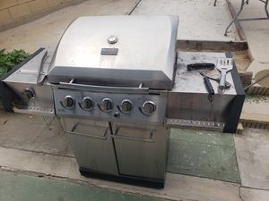 Char-broil classic propane GRILL working for Sale in Whittier, CA