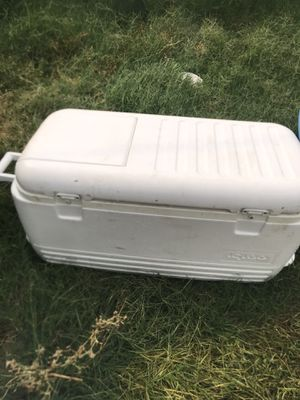 Big ice chest for Sale in Fresno, CA