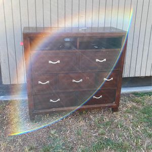 FREE 3 Drawer Chest for Sale in Riverside, CA