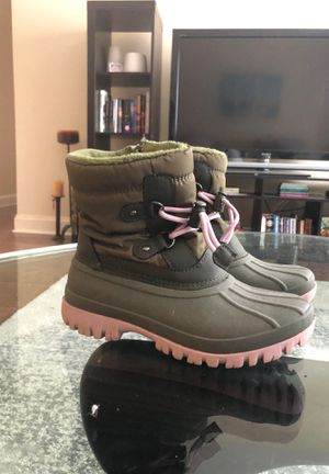 Winter boots for girl( size 3 ) for Sale in Prospect Heights, IL