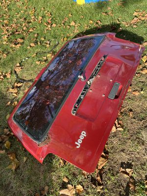FREE JEEP CHEROKEE HATCH DOOR RED 99 98 97 96 00 for Sale in Matawan, NJ