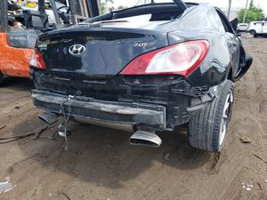 Hyundai genesis for parts out 2013 for Sale in Opa-locka, FL