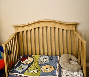 Baby Cache Montana Crib, Toddler Bed and Big Kid Bed for Sale in Port St. Lucie, FL