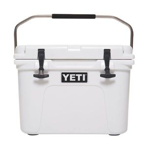 White YETI Roadie 20 Cooler for Sale in Brooklyn, NY