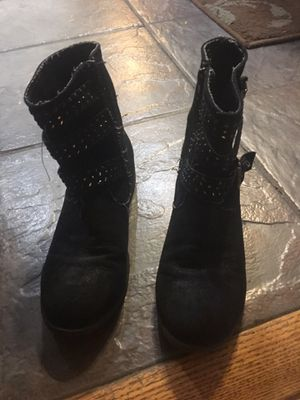 Youth girls size 3 boots for Sale in Covington, KY