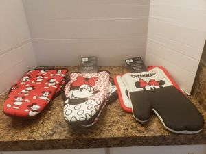 Disney oven mitt and pot holder for Sale in Clinton Township, MI