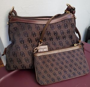 DOONEY&BOURKE SHOULDER BAG WITH WRISTLET for Sale in Union City, CA