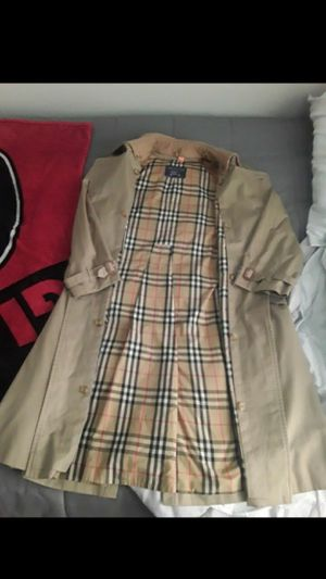 Large Burberry prorsum trenchcoat for sale (42 short) for Sale in Marietta, GA