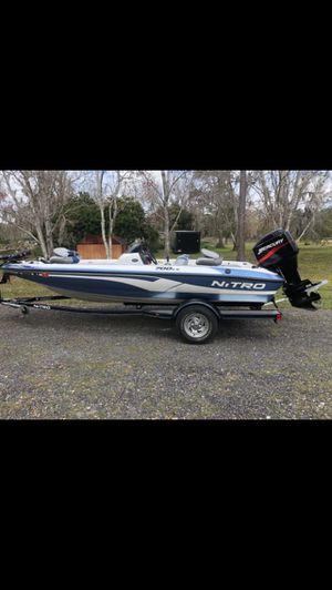 2005 nitro bass boat low hours 58.9 for Sale in MAGNOLIA SQUARE, FL