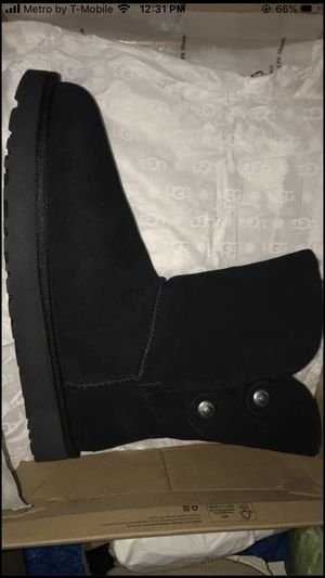 UGGS SZ 10 WMNS BRAND NEW for Sale in Sturtevant, WI