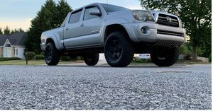 Beautiful 2009 Toyota Tacoma 4WDWheels for Sale in Milwaukee, WI