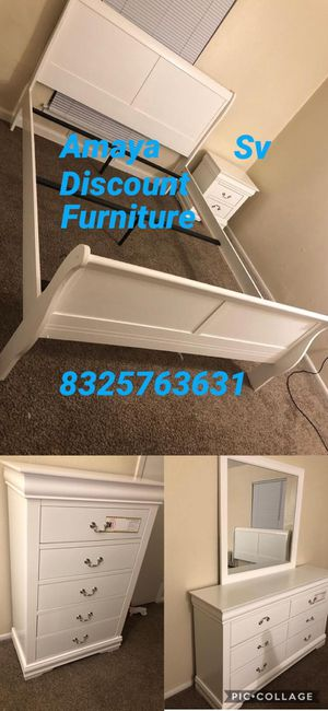 5pc bedroom set white brand new for Sale in Houston, TX