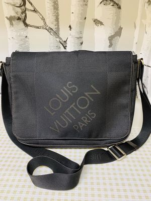 Louis Vuitton Messenger Bag for Sale in Spring Valley, CA