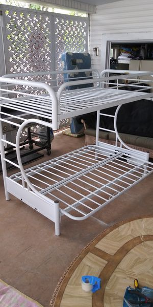 !!Very Good CONDITION Metal Bunk Bed and Matresses!! For your Kids to enjoy!! for Sale in Fort Lauderdale, FL