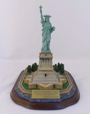 Danbury Mint Lighted Statue of Liberty Collectible for Sale in Orlando, FL