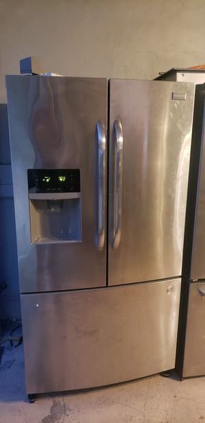 Frigidaire refrigerator Stainless Steel for Sale in Spring Valley, CA