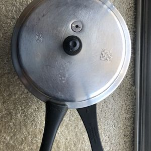 Indian Prestige Cooker 5 L for Sale in Schaumburg, IL