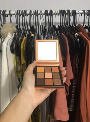 Huda beauty topaz obsessions palette for Sale in Hemet, CA