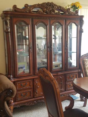 Formal Dining table & Hutch with 6 chairs for Sale in Scottsdale, AZ