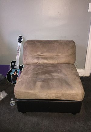 Small comfortable chair for Sale in Garfield, NJ