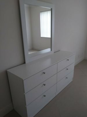 NEW BEAUTIFUL DRESSER WITH MIRROR for Sale in Biscayne Park, FL