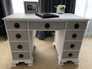 Beautiful Desk/Vanity for Sale in Lumberton, NJ