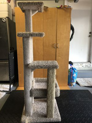 3 tier cat scratching tower for Sale in Pompano Beach, FL