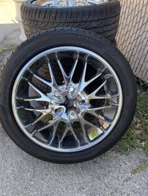 Set of 4 used 18in chrome rims and tires for Sale in Largo, FL