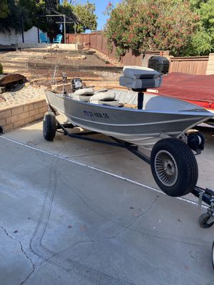 14 ft aluminum fishing boat for Sale in Canyon Lake, CA