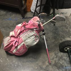 Girls Junior Set Of 5 Golf Clubs for Sale in Cape Coral,  FL