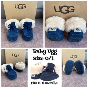 Baby Ugg boots Pre-loved size 0/1 (0-6 months) $30 🙅🏻♀️ firm pick up ONLY for Sale in Los Angeles, CA