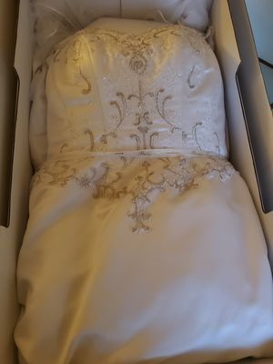 David bridal for Sale in Bridgeport, CT