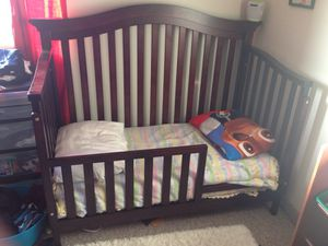 Baby Crib convertible toddler bed for Sale in Chelsea, MA