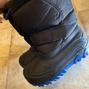 Kids Snow Boots Size 3 Beautiful New Conditions for Sale in San Jose, CA