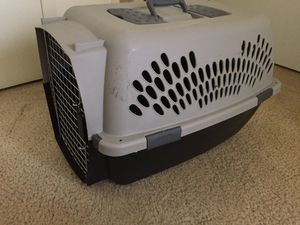 "Animal carrier 16""h x 25""L x 12 w for Sale in Troy, MI"