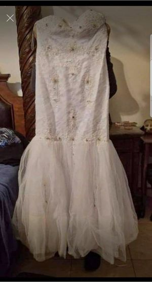 Beautiful modern wedding white strapless dress for Sale in Round Rock, TX