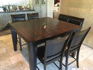 Breakfast Table and Stools for Sale in Paradise Valley, AZ