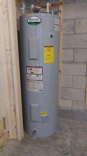 Water heater like new for Sale in Kissimmee, FL