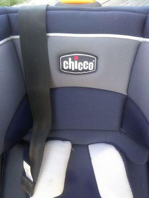 Chicco child's car seat for Sale in Yakima, WA