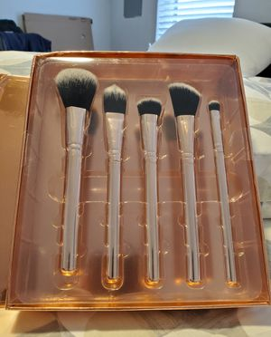 Brand New Nicole Miller Brush Set - Glam It up! for Sale in Dallas, TX