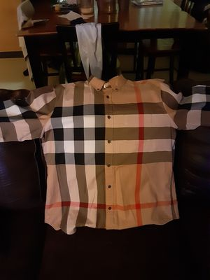 Burberry button down I want 150 for Sale in Hartford, CT