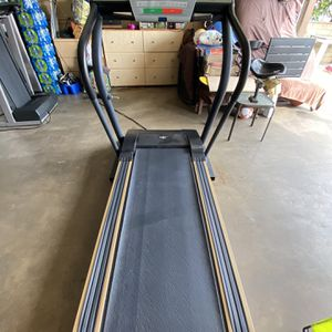 NordicTrack C 2000 Treadmill NOT WORKING for Sale in Santa Ana, CA