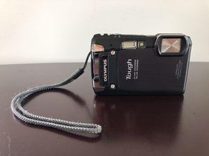 Olympus Tough TG-820 iHS 12.0MP Digital Camera (Black) w/ Case for Sale in Davison, MI